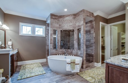 Colinas II Owner's Bath