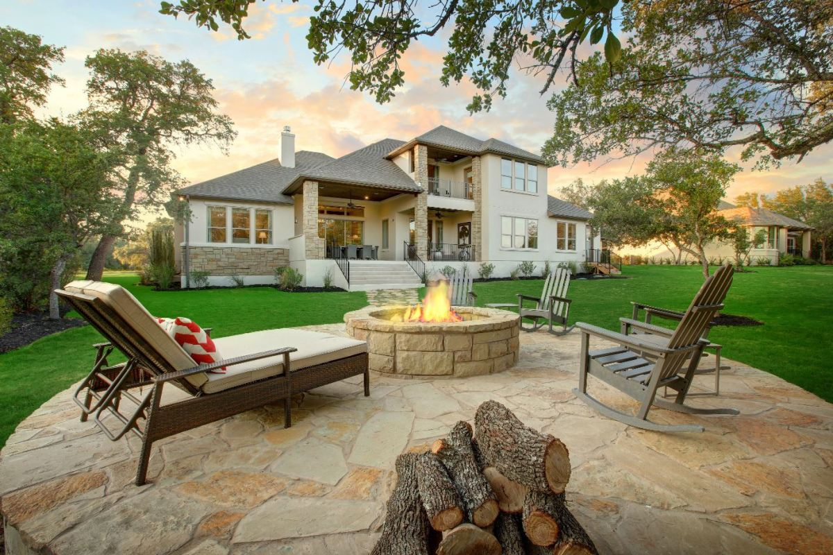 Create an Outdoor Living Area That's So You. on Outside Living Area id=85551