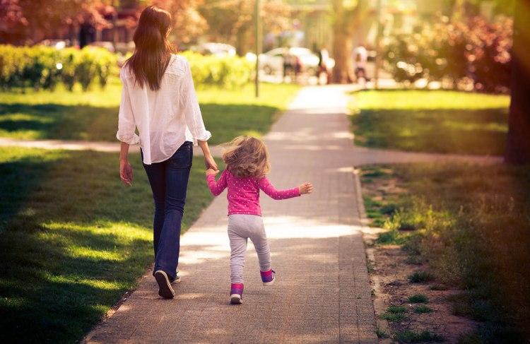 momchild-walk_2x