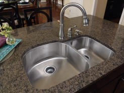 Stainless steel kitchen sink with double bowl