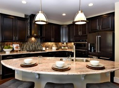 Large pendant light fixtures over kitchen island