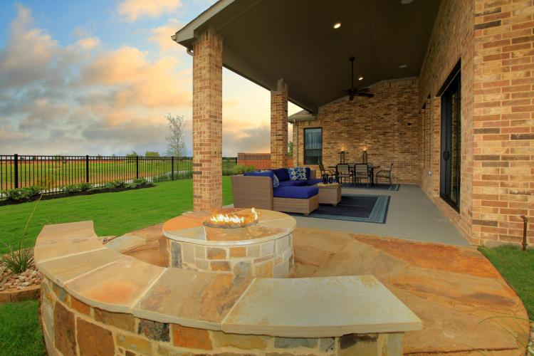 ELY-0039-1_Brynlee II H_Outdoor Living 02