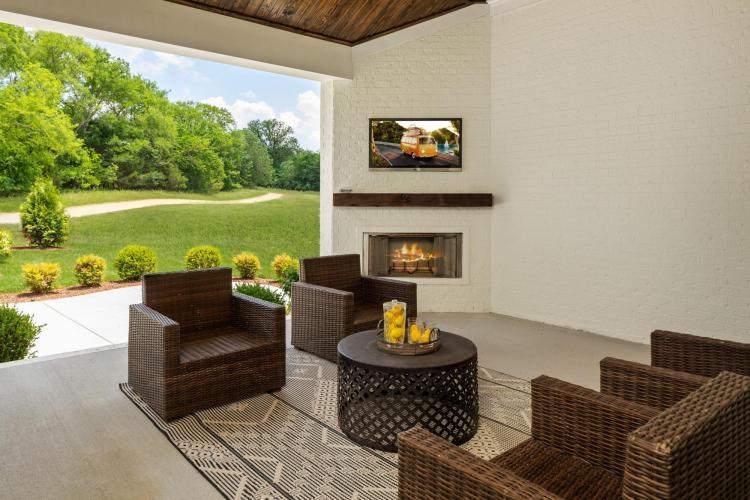 KCH-0853-00_Belterra D_Outdoor Living Area 1_
